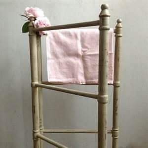 Porte Serviette Echelle Bois : porte serviettes en bois maison design ~ Teatrodelosmanantiales.com Idées de Décoration
