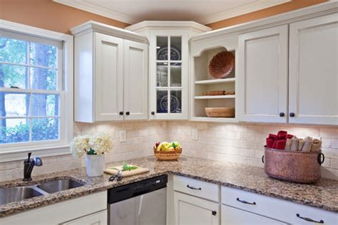 kitchen cabinets with crown molding crown molding on cabinets 8167