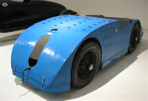 What Type Of Engine Does A Bugatti by Bugatti Type 32