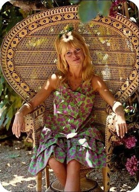 chaise emmanuelle 39 brigitte bardot in a peacock chair i these chairs