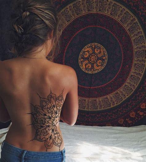 grand tatouage cote mandala femme tatouage femme