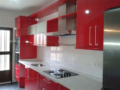 cocina roja en alto brillo  bricolaje brasero