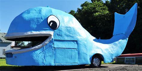 whale statues roadsidearchitecturecom
