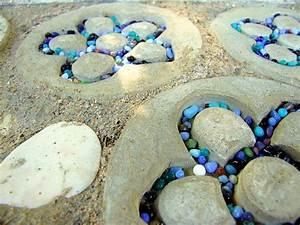 Beton Im Garten : ein weidentipi mit gartendeko aus beton und mosaik meriseimorion ~ Markanthonyermac.com Haus und Dekorationen