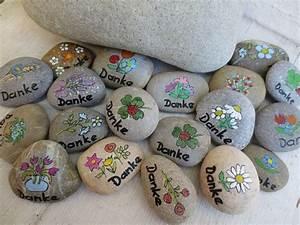 Dankeschön Geschenk Selber Machen : 10 kleine danke steine dankesch n steine danke von holz und pinselstrich auf ~ Frokenaadalensverden.com Haus und Dekorationen