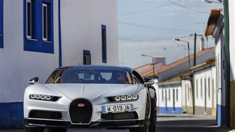Again, no mechanical changes (would you complain with a thousand brake?), just a cosmetics job. Гиперкар Bugatti Chiron 2017 / Бугатти Хирон 2017 суперкар | Bugatti chiron, Bugatti, Bugatti ...