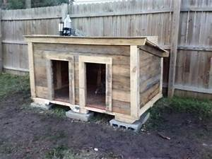 Tips to build simple dog house out of some wooden pallets for Simple dog house