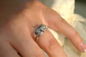 verlobungsring als ehering was drückt ein verlobungsring aus und warum nur immer das mädchen einen mit brillianten besetzt