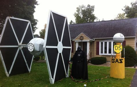 Darth Vader Pumpkin Carving Ideas by 10 Tech Themed Halloween House Designs For Geeky Families