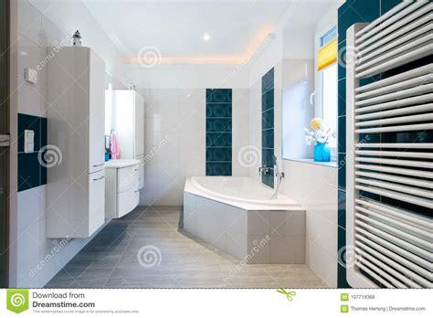 Modern Bathroom Heating by Modern Bathroom Glossy White And Blue Tiles Bathtub