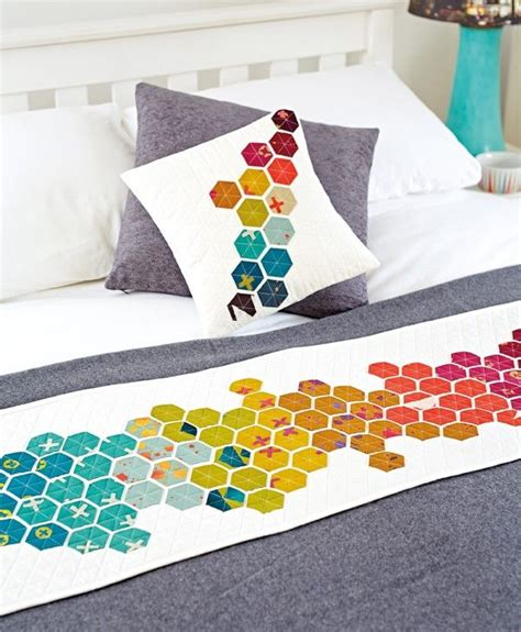 Patchwork Muster Modern by Modern Hexies Bed Runner And Cushion By Daksiewicz