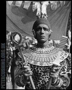 HAMMER FILM PRODUCTIONS CLASSIC 'THE MUMMY': PETER CUSHING ...