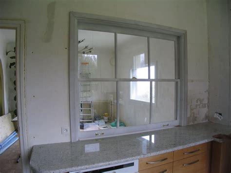 fenetre separation cuisine fenêtre à guillotine sur cuisine encastrée séparation