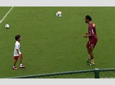 Video Ronaldinho Plays 'KickUps' with TeamMate's Young