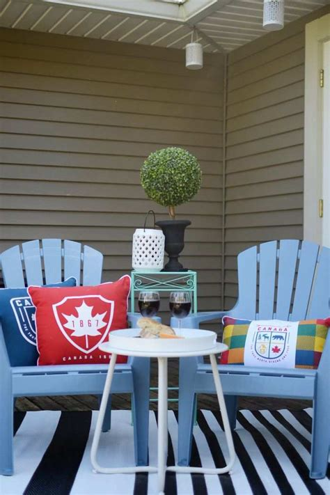Up Yard Decorations Canada by Cool Outdoor Decor Items Celebrate Canada S 150th In Style