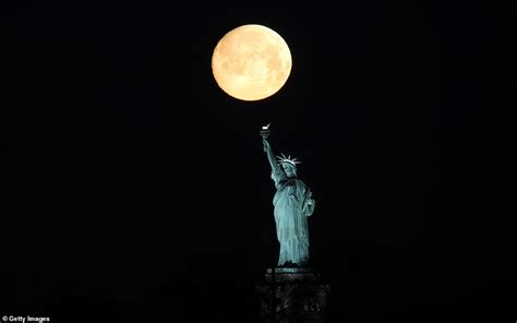 spectacular pictures   worm supermoon captured