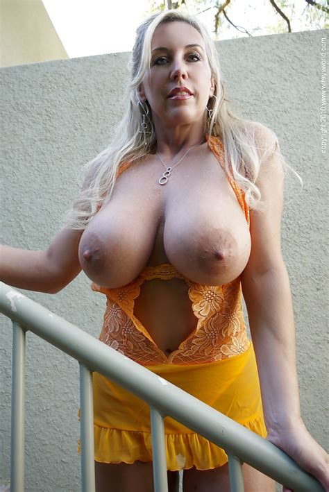 Hot Mature Babe Wifey Showing Her Big Tits And Spreading