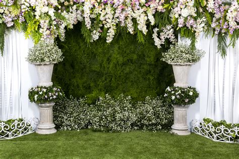 17 Quirky Backdrops & Photobooth Ideas To Brighten Your