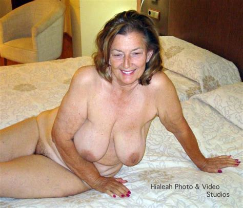 Readers Wives Online Mature Nude Poser