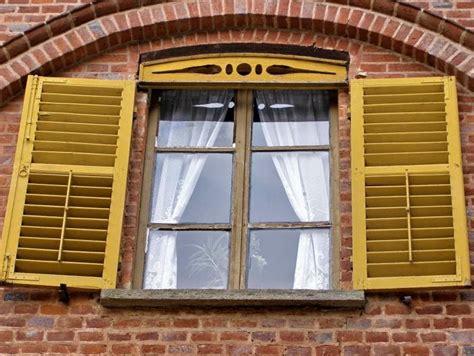Holzfenster Streichen Der Vorbereitung Bis Zum Neuen Anstrich by Hochwertige Baustoffe Kann Holzfenster Weiss Streichen