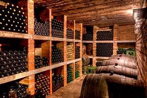 Caves A Vin : l 39 agencement d 39 une cave vin par un professionnel ~ Melissatoandfro.com Idées de Décoration