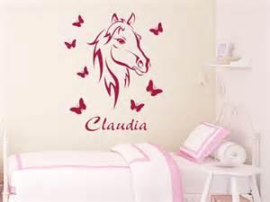 kinderzimmer pferd wandtattoo bezauberndes pferd mit name wandtattoo pferd schmetterlinge kinderzimmer wandtattoos