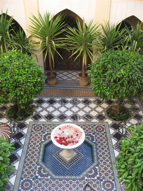 pin  courtyard garden