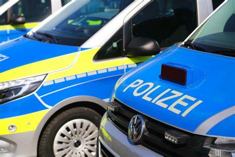 Jun 22, 2021 · drei fahrzeuge in unfall verwickelt auf der a13 bei ruhland hat gestern abend ein lkw einen teil seiner ladung verloren und damit einen verkehrsunfall ausgelöst. Unfall A13 heute & gestern: Aktuelle Unfallmeldungen von der A13 | TAG24