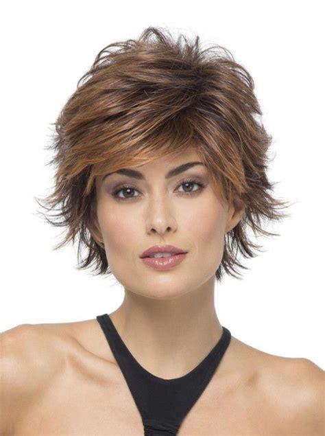Короткие стрижки для волнистых и вьющихся волос актуальные фото .