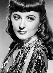Schöne Frauen Film : barbara stanwyck as sugarpuss o shea in ball of fire 1941 actors and actress pinterest ~ Eleganceandgraceweddings.com Haus und Dekorationen