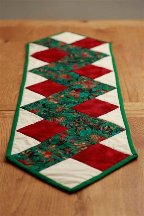 zig zag christmas table runner
