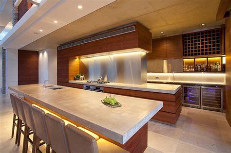 un ilot de cuisine maison moderne australienne pour une famille moderne