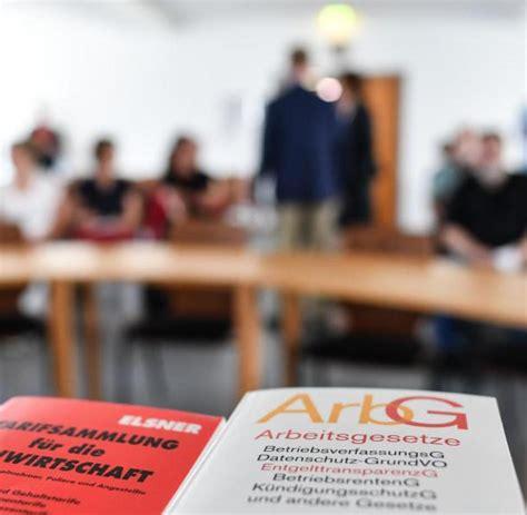 Grüne und linke wollen lieber das berliner neutralitätsgesetz ändern. Kopftuchverbot für Lehrer laut Gutachten ...