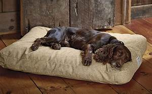 Chew resistant dog beds orvis toughchewr comfortfill for Rugged dog bed