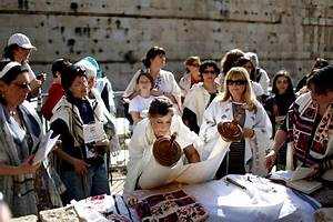 Jerusalem - After Outcry Kotel Rabbi Says Ban On WoW ...