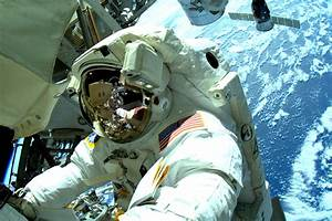 NASA Is Hiring Astronauts to Go to Mars--Here's What You ...