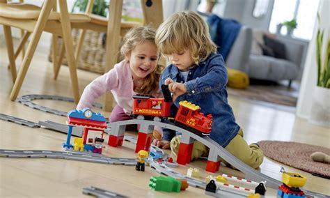 Ģimenes, kurās ar bērniem spēlējas biežāk, ir laimīgākas ...