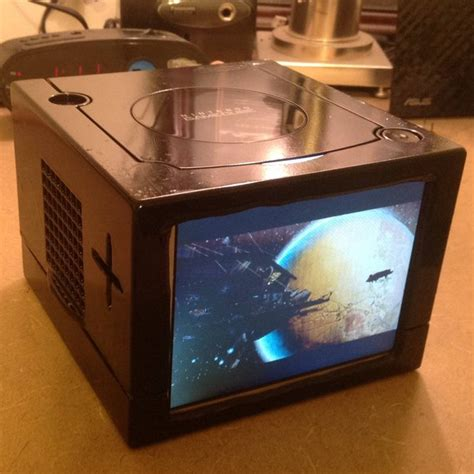 The Gamecube Goes Portable With This Impressive Mod Hey