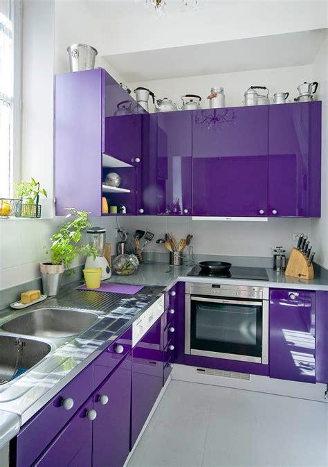 peindre meuble cuisine laqué idées de relooking transformation de meubles avant après décaper un meuble métal rue des
