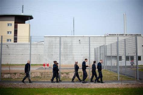maison d arrt de lyon corbas l oip censur 233 e devant la prison de lyon corbas
