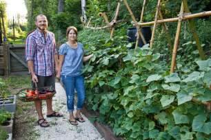 Zucchini Vertical Gardening