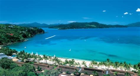 time  visit hamilton island    hamilton island weather