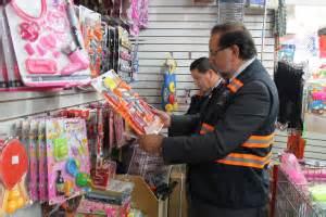 mas de  juguetes fueron retirados de una tienda en