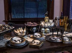 Buffet Halloween : shocking savory halloween buffet ideas party city ~ Dode.kayakingforconservation.com Idées de Décoration