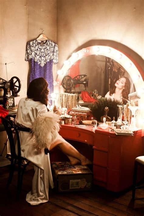 primping    divine   perfect vintage lighted vanity  dressing table