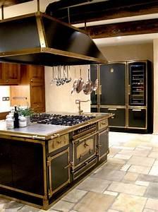 Produzione blocchi cottura e isole di cottura complete in for Cucine in metallo firenze