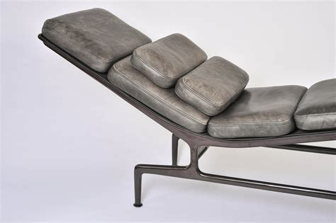 la chaise longue lorient charles eames chaise lounge at stdibs also charles eames lounge and ottoman at 1stdibs charles
