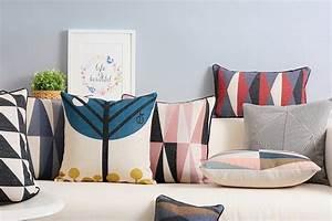 Come realizzare cuscini fai da te per il divano Guide e