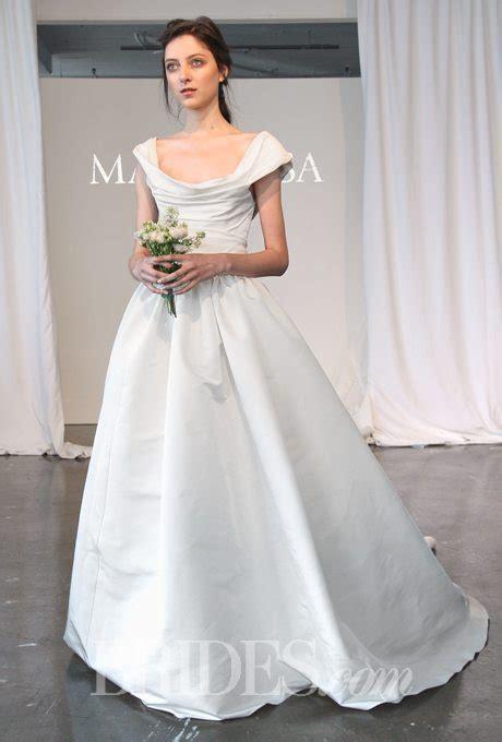 unique  size wedding gowns    walk