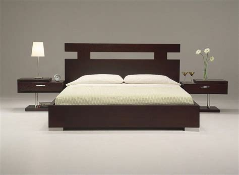 ultra modern king size bed set  wooden material
